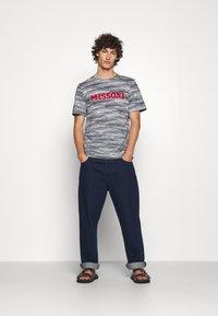 Missoni - SHORT SLEEVE - T-shirt print - bianco/blu - 1