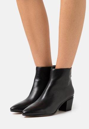 MARANNE - Kotníkové boty - black
