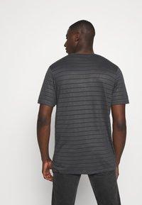 Topman - TEE - Print T-shirt - grey - 2