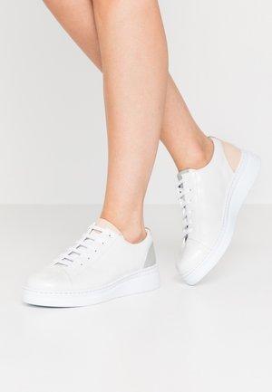 TWINS RUNNER UP - Sneakers laag - weiß