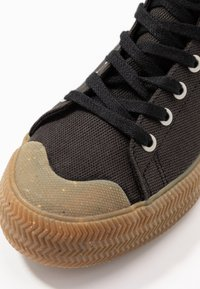 Lacoste - GRIPSHOT MID - Baskets montantes - black - 2