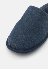 Burton Menswear London - HERRINGBONE MULE - Tofflor & inneskor - denim blue - 5