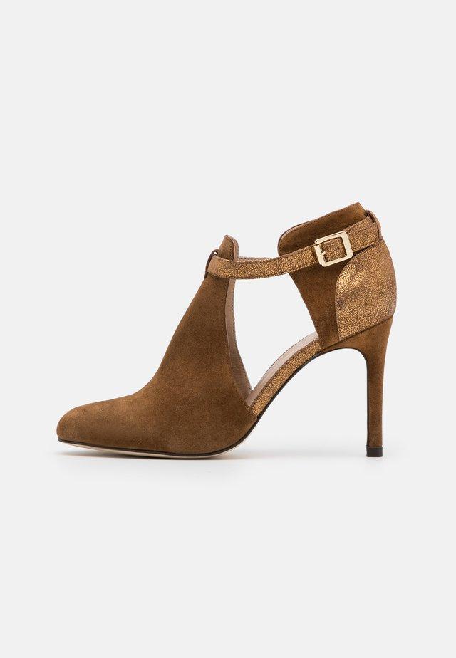 AVISINO - High heels - cannelle