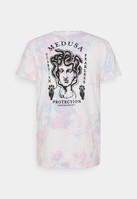 Kaotiko - TIE DYE JELLYFISH UNISEX - Print T-shirt - pink - 1