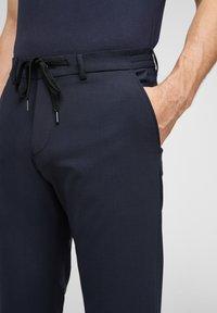 s.Oliver BLACK LABEL - SLIM FIT - Tracksuit bottoms - dark blue - 4