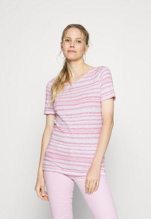 SHORT-SLEEVE BOAT-NECK STRIPED - T-shirts med print - multi/sunlit coral