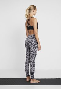 Curare Yogawear - LEGGINGS HIGH WAIST - Legginsy - grey - 2