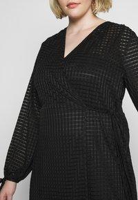 Lost Ink Plus - TIE DETAIL MIDI DRESS - Robe en jersey - black - 5