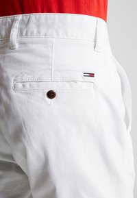 Tommy Jeans - ESSENTIAL - Shorts - white - 5