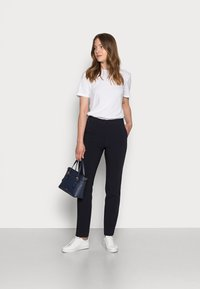 Tommy Hilfiger - CORE SUITING PANT - Trousers - desert sky - 1