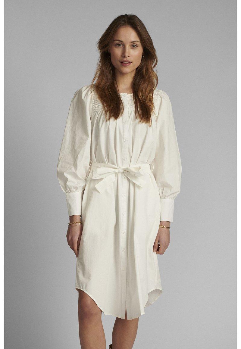 Nümph - NUSUMMER DRESS - Korte jurk - bright white