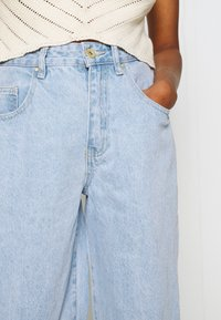 Cotton On - SLOUCH MOM - Relaxed fit jeans - addis blue - 4