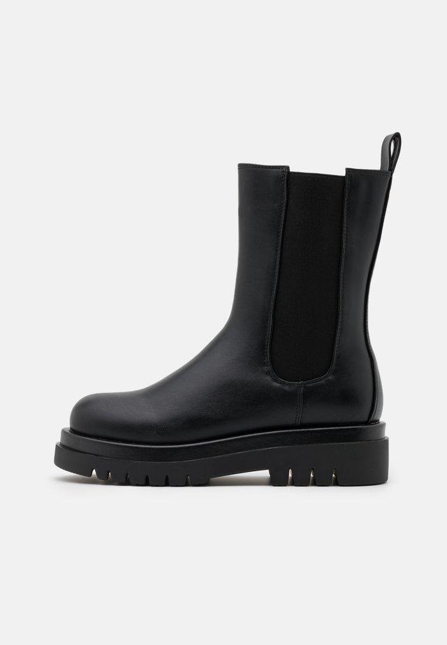 PULL ON TAB DETAIL CHUNKY BOOTS - Platåstövletter - black