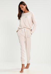DKNY Intimates - Pyjama set - shell heather - 0