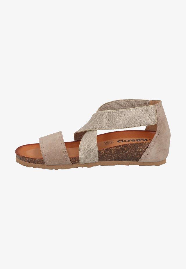Sandały na koturnie - taupe