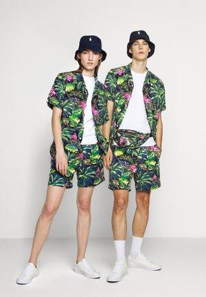 CLASSIC FIT PREPSTER - Shorts - flamingo  print