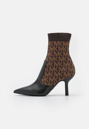 SHILOH BOOTIE - Korte laarzen - black/brown