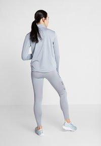 Nike Performance - SWOOSH-RUNNING TIGHT  - Medias - particle grey - 2