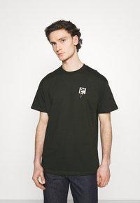 Carhartt WIP - TEEF  - Print T-shirt - cypress - 0