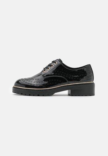 LISTER CHUNKY CUT OUT BROGUE LOAFER - Šněrovací boty - black