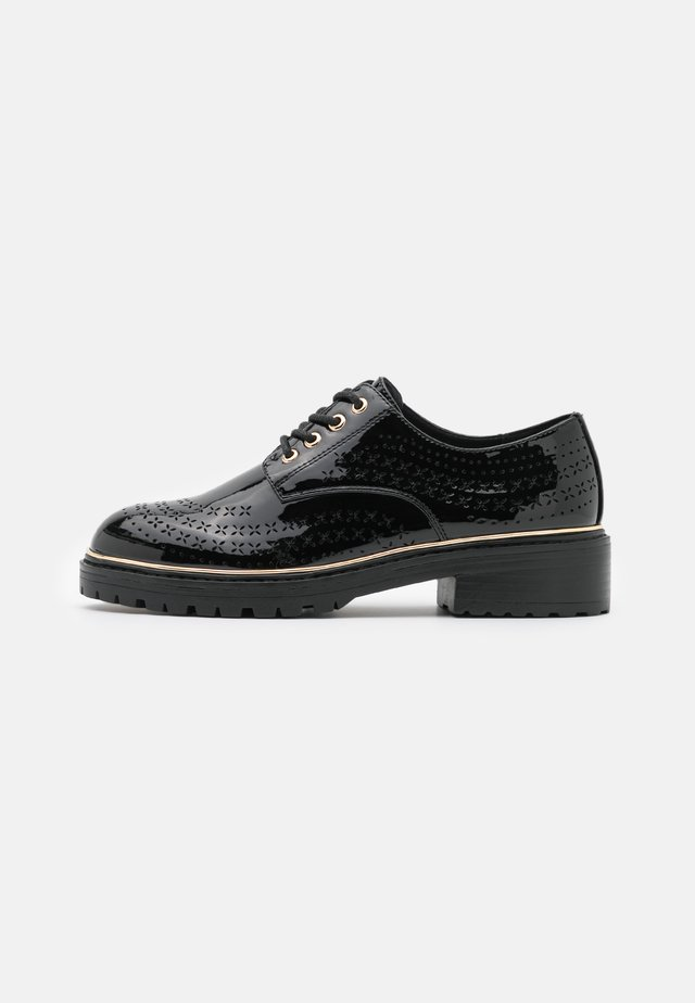 LISTER CHUNKY CUT OUT BROGUE LOAFER - Stringate - black