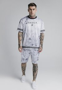 SIKSILK - MARBLE RELAXED - Shorts - white/grey - 1