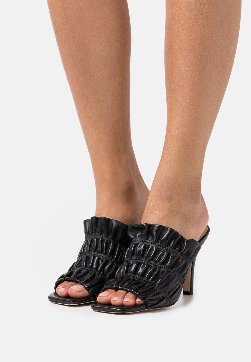 Pinko - CAMELLIA SABOT  - Pantofle na podpatku - black