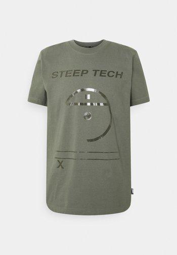 STEEP TECH LIGHT - Print T-shirt - agave green