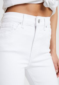 Topshop Petite - NEW WASH JAMIE - Jeans Skinny Fit - white - 5