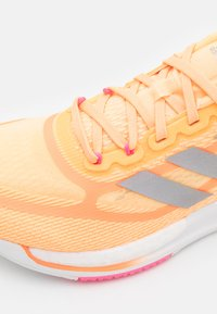 adidas Performance - SUPERNOVA +  - Neutrala löparskor - aciora/silver metallic/screaming pink - 5