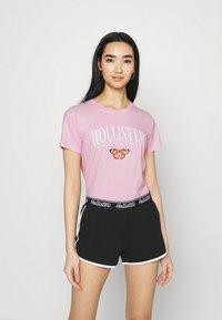 Hollister Co. - TECH CORE - Print T-shirt - pink mist - 0