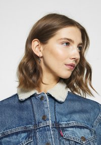 Levi's® - EX-BF SHERPA TRUCKER - Giacca di jeans - addicted to love - 7