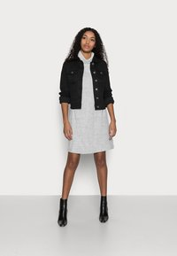 Vero Moda Petite - VMHOT SOYA JACKET - Denim jacket - black - 1