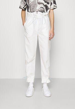 APERBAGWAIST PANTS - Bukse - white