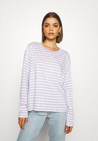 Monki - MAJA 2 PACK - Langærmede T-shirts - lilac/solid white - 1