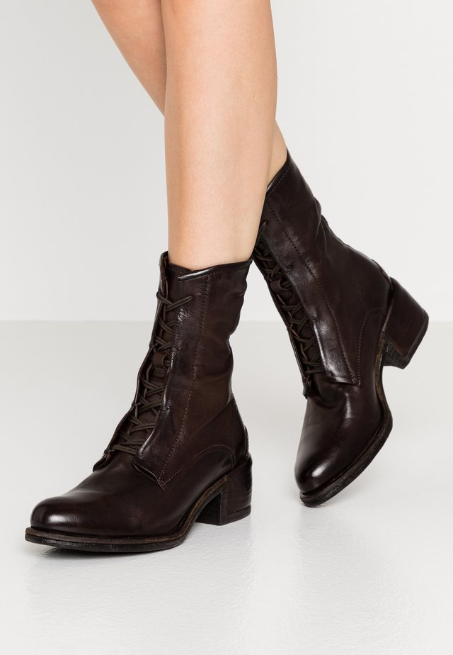 Lace-up ankle boots - fondente