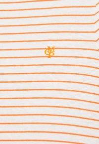 Marc O'Polo - SHORT SLEEVE ROUND NECK - T-shirts med print - sunbaked orange - 5
