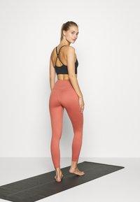 HIIT - CORE LEG STONE - Tights - salmon - 2