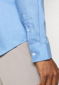 Calvin Klein Tailored - STRUCTURE SLIM  - Formal shirt - light blue - 5