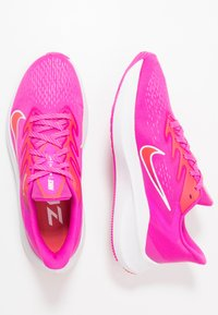 Nike Performance - ZOOM WINFLO  - Zapatillas de running neutras - fire pink/summit white/ember glow - 1
