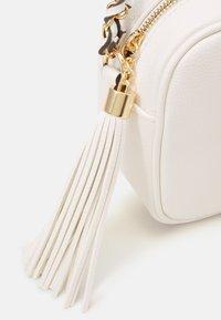 ALDO - RHERASSI - Across body bag - bright white/gold-coloured - 4