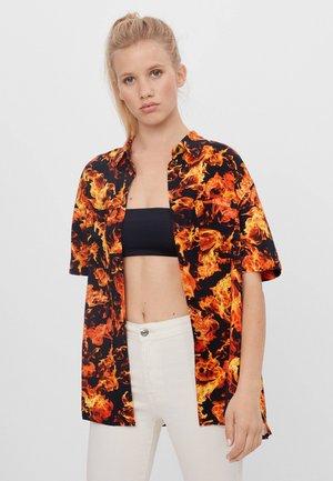 MIT FLAMMEN - Button-down blouse - orange