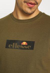 Ellesse - OMBRONO - Print T-shirt - khaki - 5