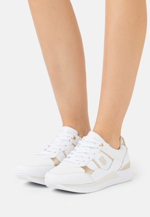 INTERLOCK CITY  - Sneakersy niskie - white