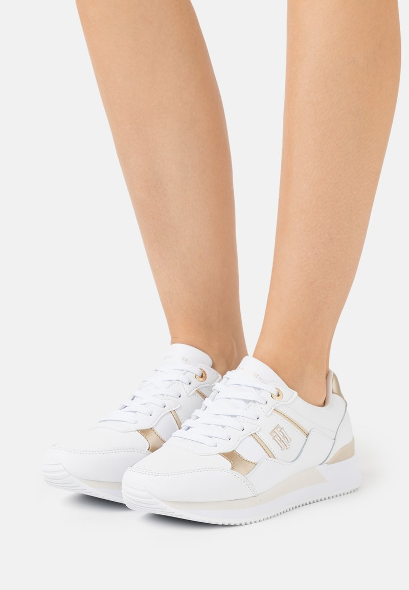 Tommy Hilfiger - INTERLOCK CITY  - Sneakers basse - white