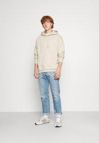 YOURTURN - BOLD SCRIPT HOODIE UNISEX - Sweatshirt - beige - 1