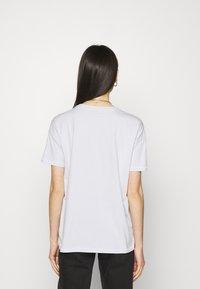 ONLY - ONLMETALLICA LIFE BOX - Print T-shirt - halogen blue/candle - 2