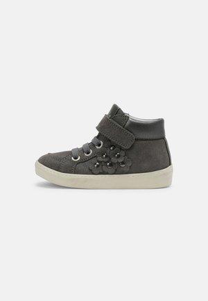 Sneakers hoog - grigio