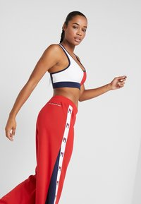 Tommy Sport - FLAG TAPE PANT FLARE - Träningsbyxor - red - 3