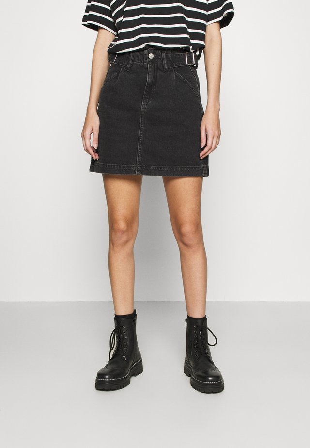 BUCKLE SKIRT - Spódnica mini - washed black